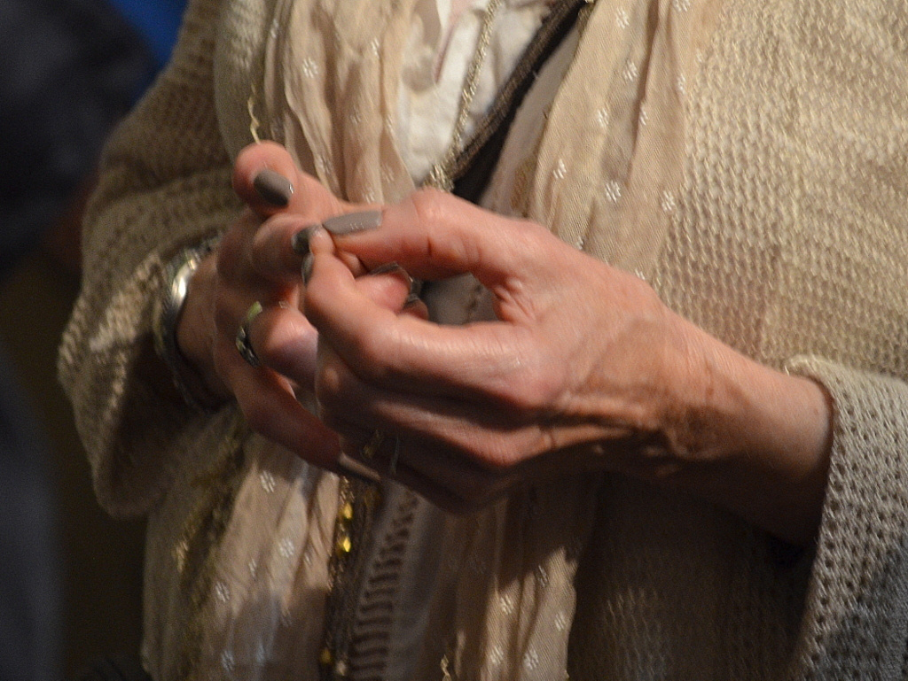 Emmylou Harris, wringing her fingers as she learns more and more abou thte EU refugee ciris. Photo by Justin Catnoso